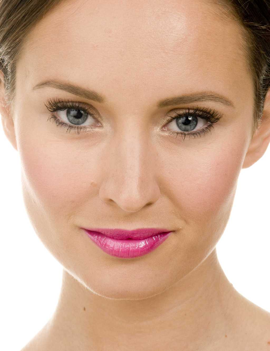 5 Makeup Tricks To Help You Look Younger