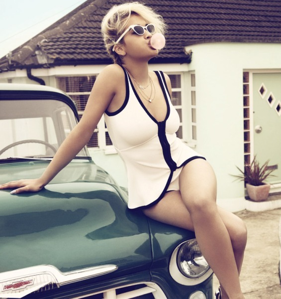 Retro fashion style - rita ora