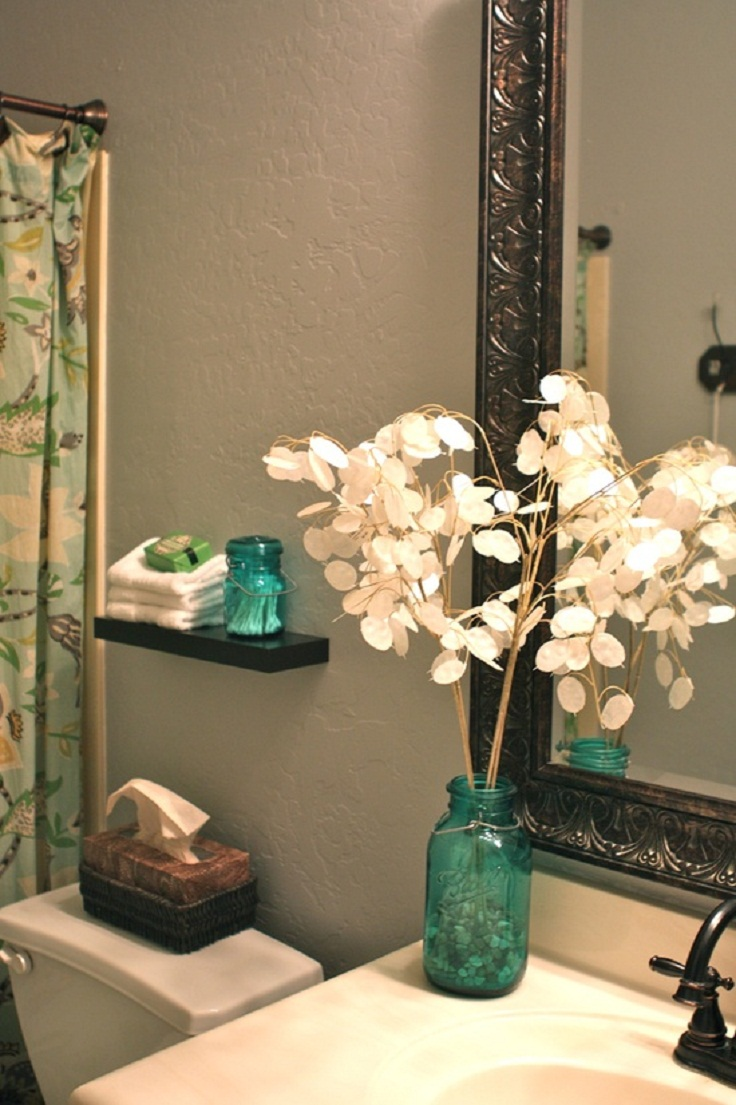 7 diy practical and decorative bathroom ideas for Bathroom decor lights