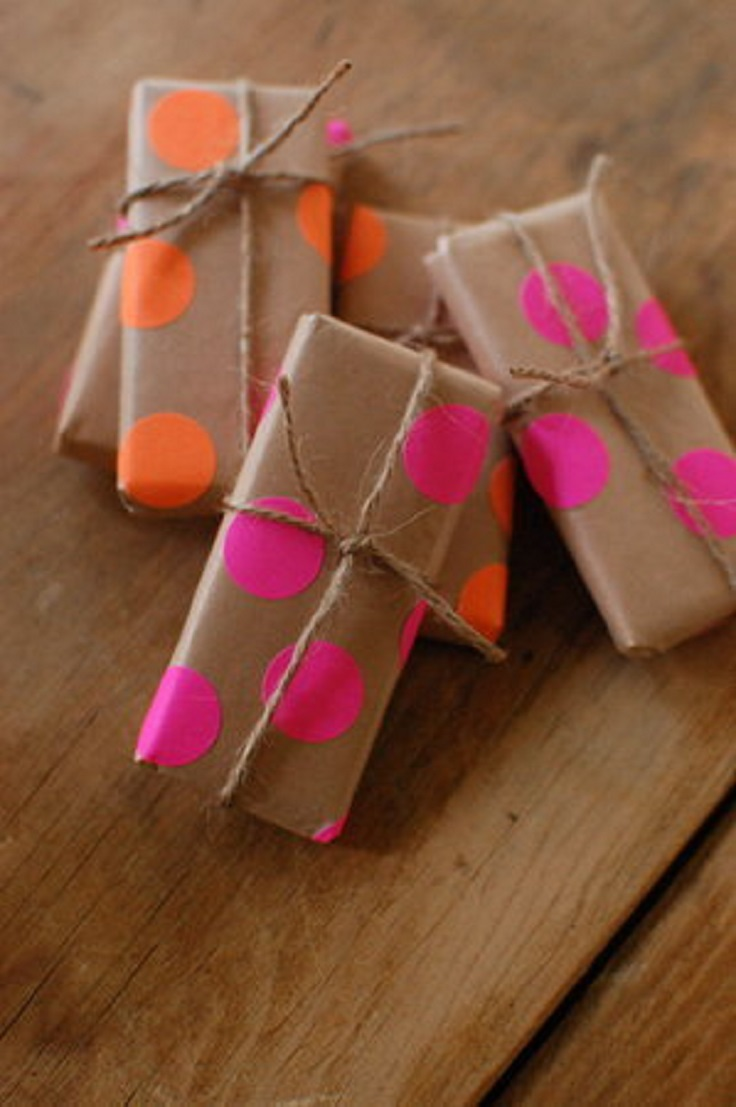 1367523168_content_DIY_Neon-Polka-Dotted-Favors_1