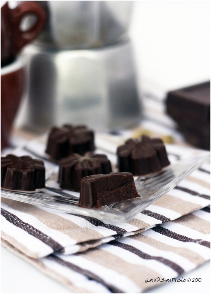 Experiment with agar aga coffee and chocolate cubes