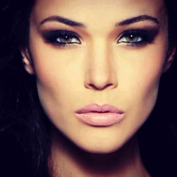 Khloe-Kardashian-Day-Night-Makeup-27