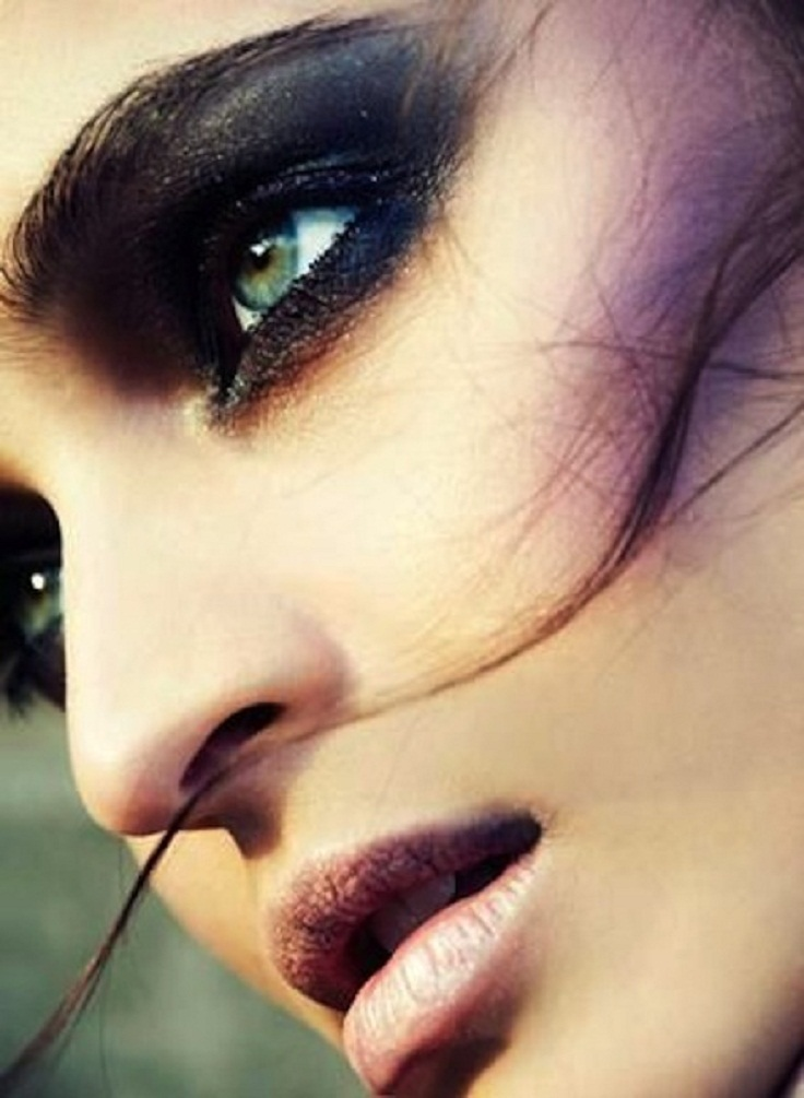 Khloe-Kardashian-Day-Night-Makeup-9