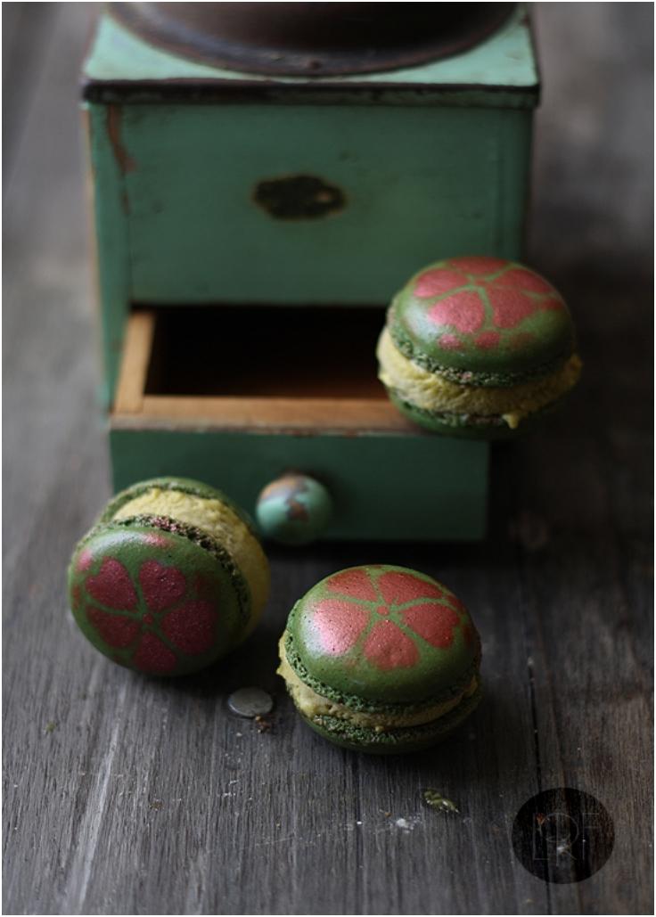 Pistachio icecream macarons