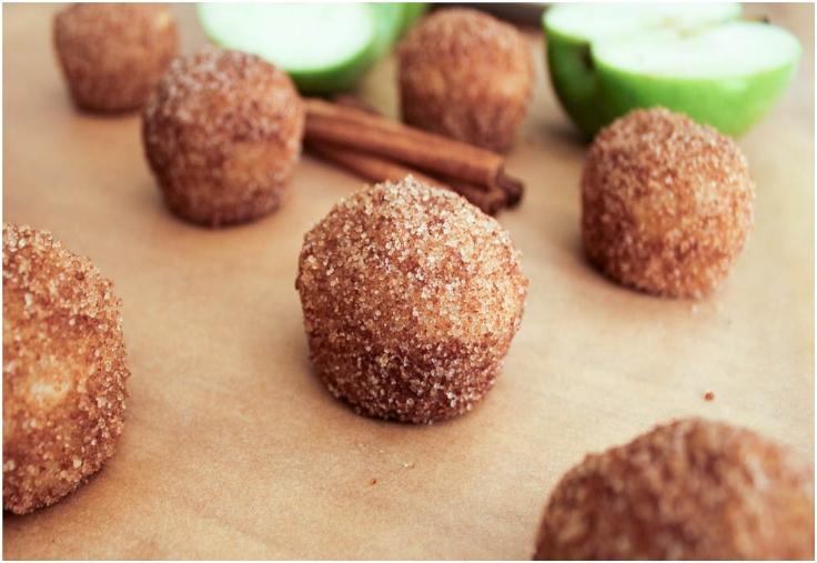apple-cinnamon-baked-doughnut-holes
