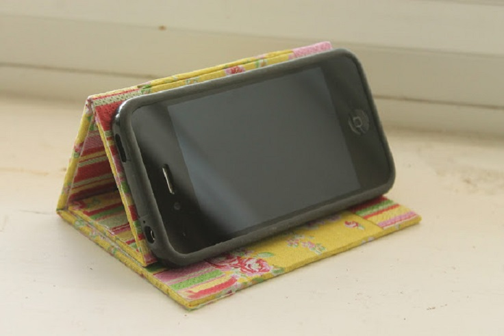 iphone stand w-phone